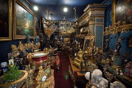 Buy vintage and Antiques