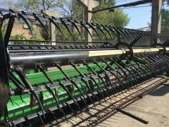 The Flex header John Deere 925 with the air blowing. The header is 7,6 m